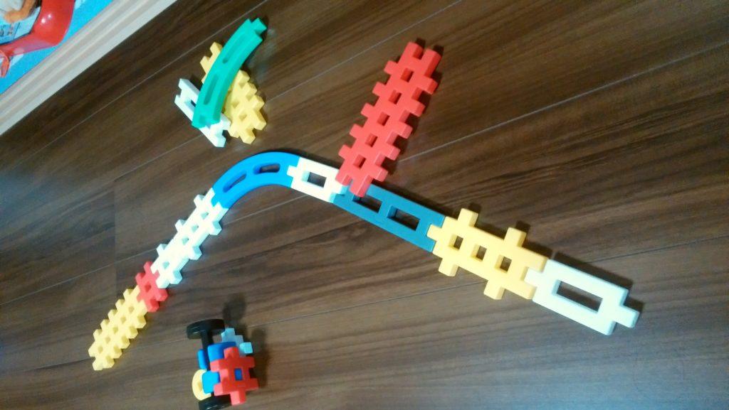 ブロックを繋げて鉄道建設