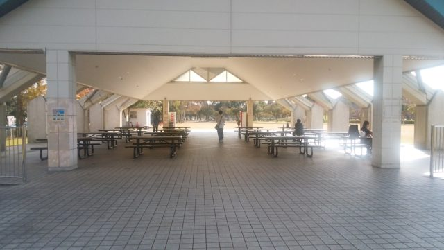 屋根つきの休憩スペース